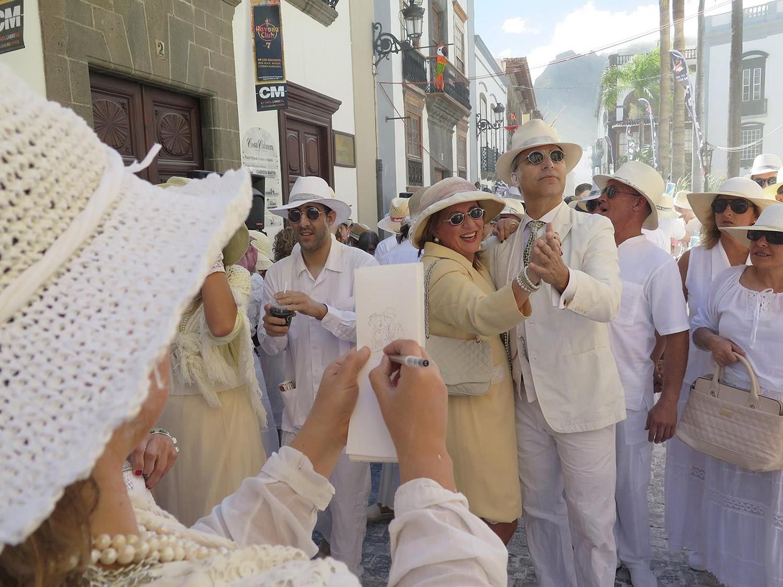 recordando instagram bárbara müller dibujos de lanzaFotografía de Clara Bon, en acción los indianos Santa Cruz de la Palma urban sketchers